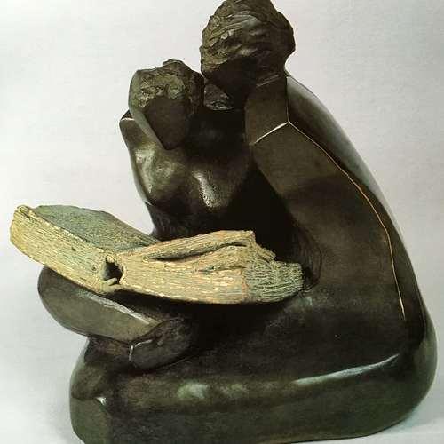 Thumb titre  lecture  anne e de cre ation  1988 dimensions  15.5 x 17 x 15 cm   matie re  bronze prix  40 000     monument   2 50 me tres    existe aussi en 70 cm