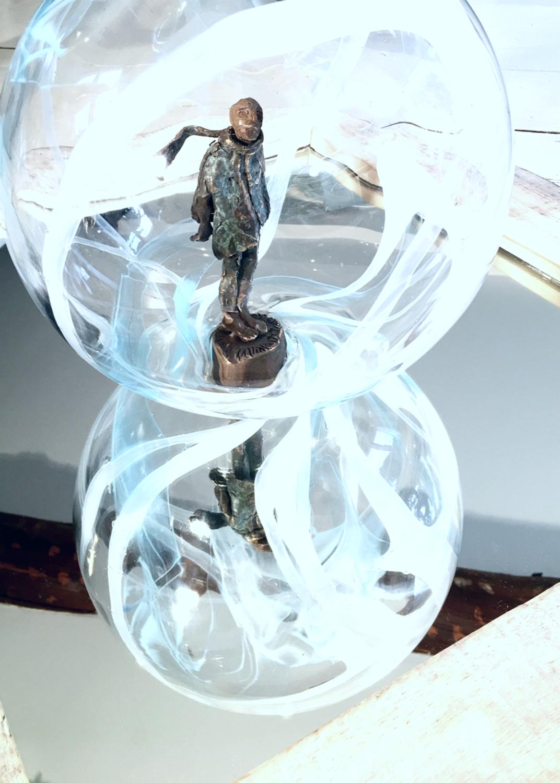 Large dans ma bulle  bronze patin   bulle en verre souffl    la canne  5kg  30x30 cm  pi ce unique  3000 euros