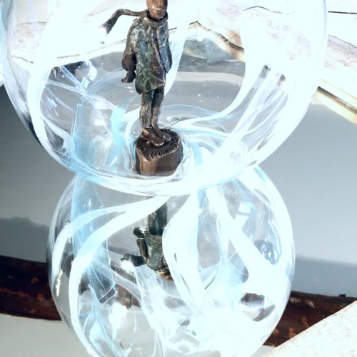 Thumb dans ma bulle  bronze patin   bulle en verre souffl    la canne  5kg  30x30 cm  pi ce unique  3000 euros