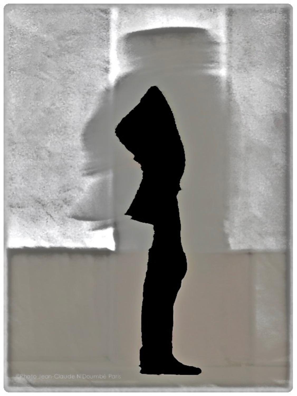 Large  l homme en question  paris2017  tirage pro pigmentaire baryte hahnemuhle  cadre nielsen bois noir  40x50  passe partout fenetre 24x36  450