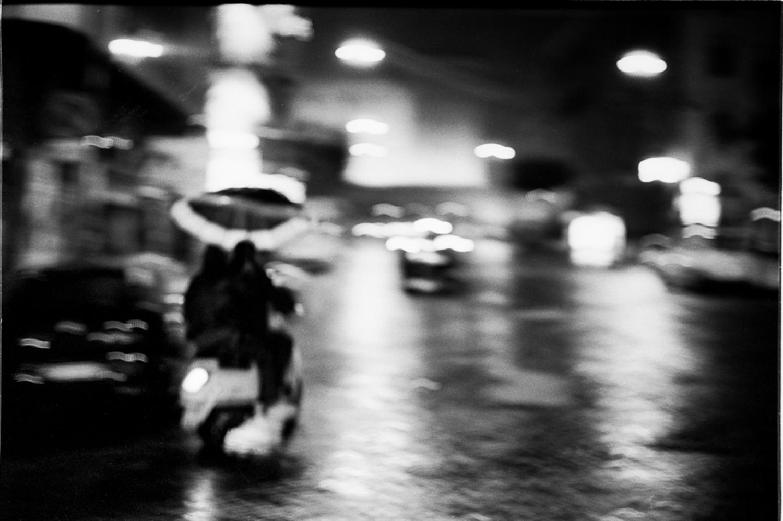 Large frederic bien vespa et parapluie naples ita 2013 trix400 22